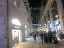 08-shoppingstreet-in-jerusalem