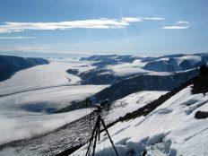 AUPE1 yn Svalbard fel rhan o AMASE yn 2010. Credyd delwedd: Claire Cousins