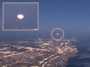 A Passenger Plane Filmed Huge UFO Over New York