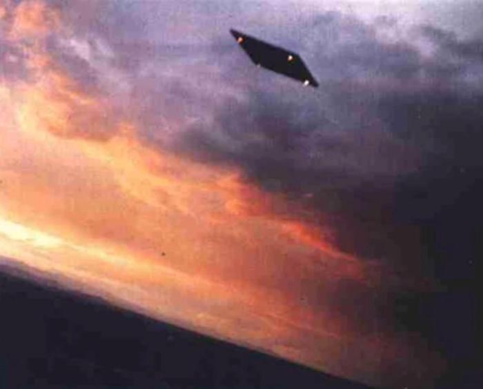 РАСКРЫТИЕ АНТИГРАВИТАЦИОННЫХ ОРУЖЕЙНЫХ ПРЯМОУГОЛЬНЫХ ПЛАТФОРМ СПЕЦИАЛЬНЫМИ ОПЕРАТИВНЫМИ СЛУЖБАМИ ВВС США Flying-rectangle-orv2