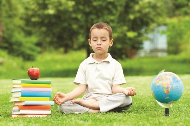 Enfant en méditation