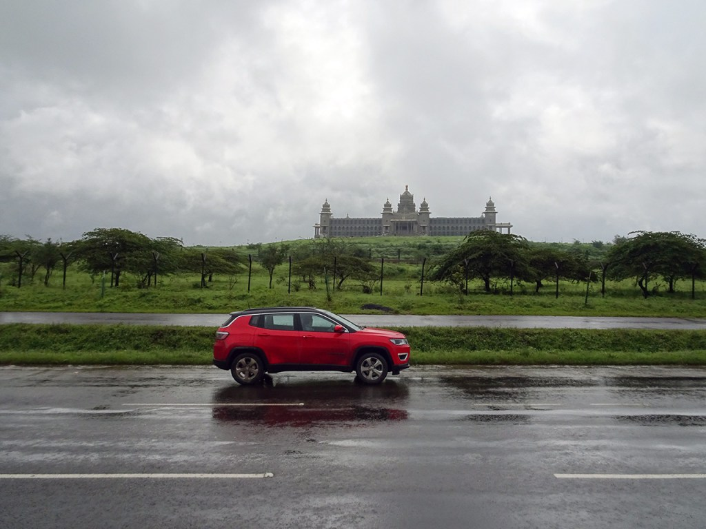 Jeep Compass whizzing past a government building in Karnataka