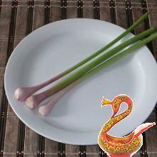 Салат из морской капусты с колбасой