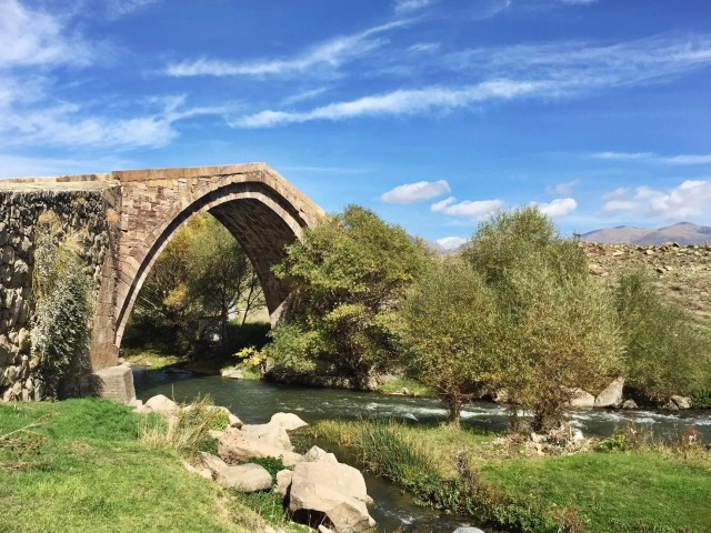 old bridge winery arpi river areni armenian wine
