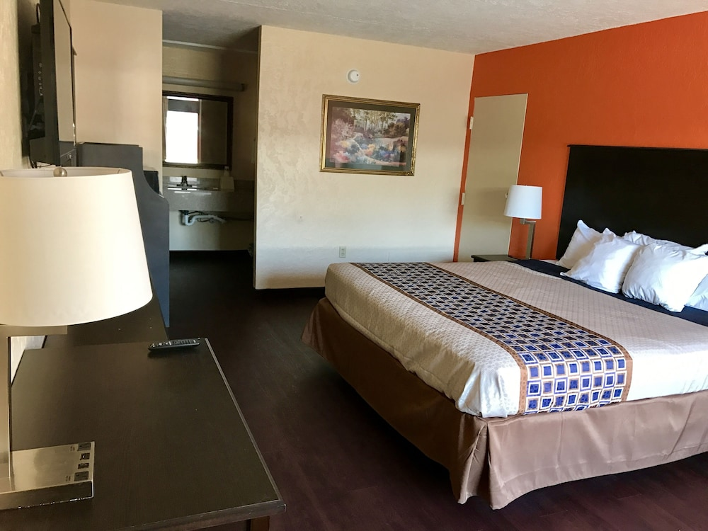 Book American Inn in Anniston   Hotels com American Inn  Anniston  Classic Room  1 King Bed  Non Smoking  Guest