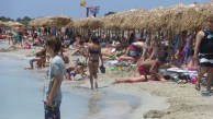 It gets crowded on the beach after noon.