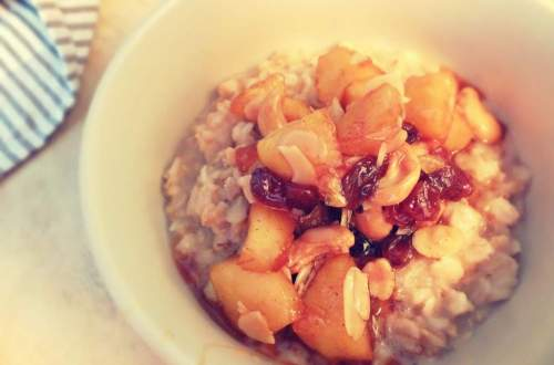 Bowl of oatmeal with caramelised fruit
