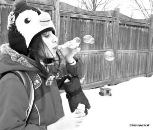Blowing bubbles in freezing temperatures