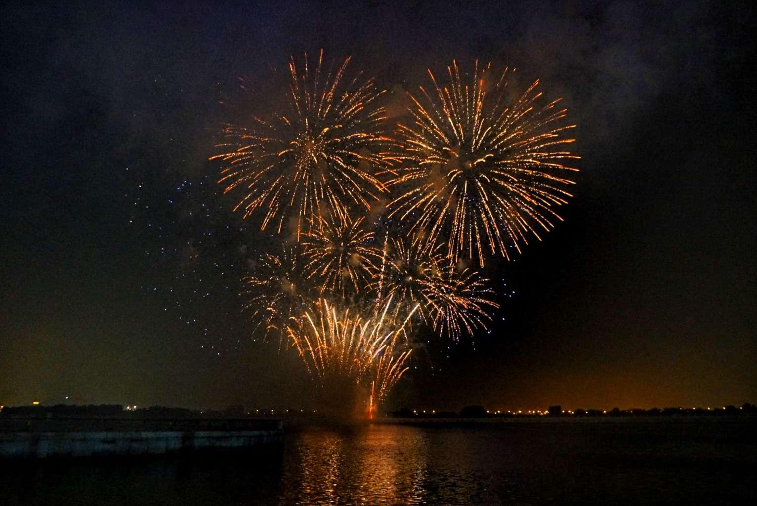Abu Dhabi Life: Fireworks on a fiery night