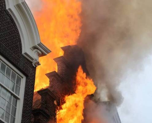 Big fire in monumental building Haarlem (Photo: Michel van Bergen, Haarlems Dagblad)