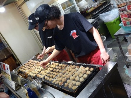 Takoyaki - Tintenfisch fritiert