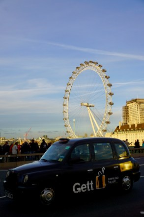 London Eye und Londoner Taxi