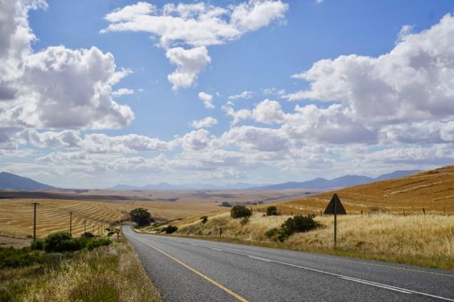 Berge und Felder mit Ausblick