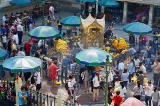 Der Erawan Schrein mitten in Bangkok