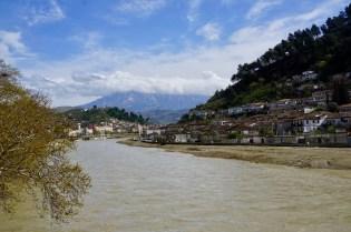 Der Osum River in Berat