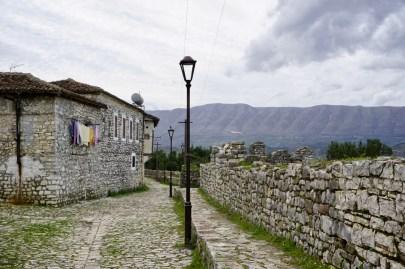 Blick hinter die Burgmauern