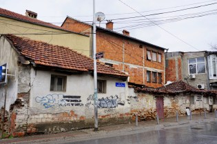 Zerfallende Häuser im Kosovo