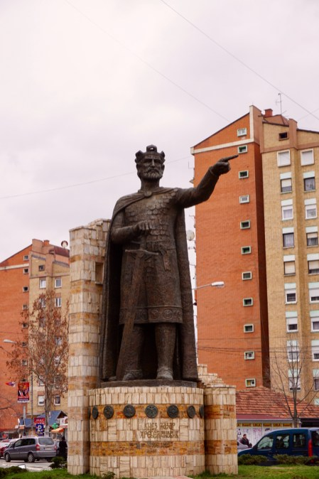 Statue im Kosovo