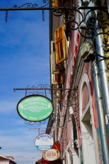 Restaurant-Schilder in Shkodra