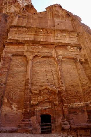 Palast in Fels gehauen