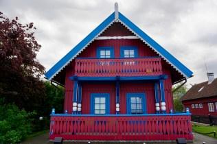 Bunt gestrichenes Haus