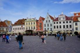 Pastellfarbene Häuser in Estland