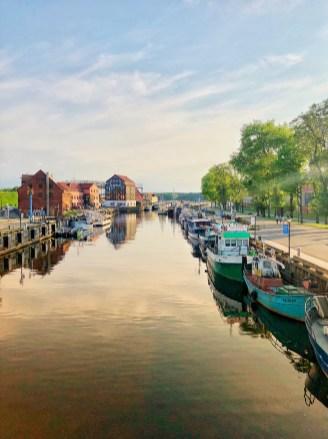 Schiffe im Stadt-Kanal