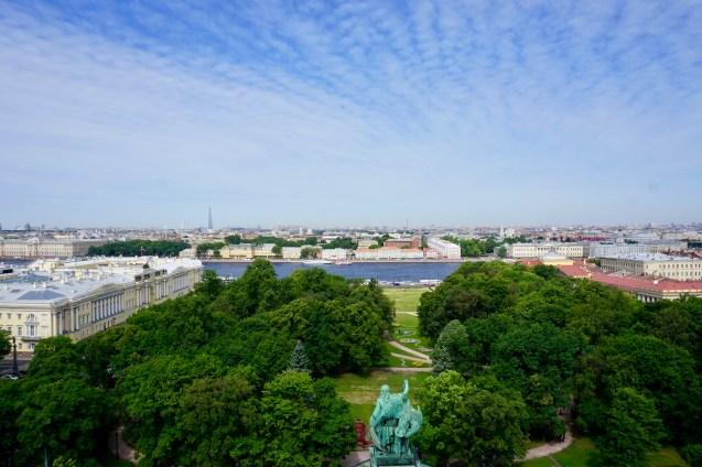 Park und Fluss in St. Petersburg