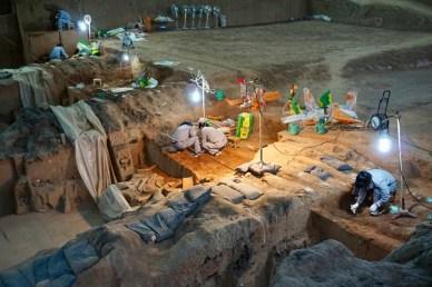Terrakotta-Armee mit Ausgrabungsarbeiten