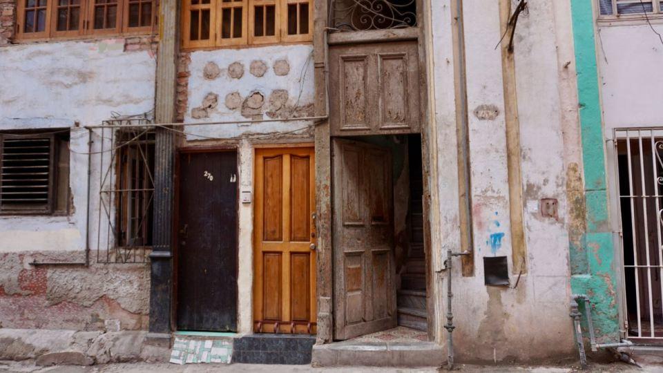 Wohnhaus mit Eingangstüren