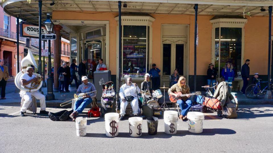 Musikband auf einer Straße