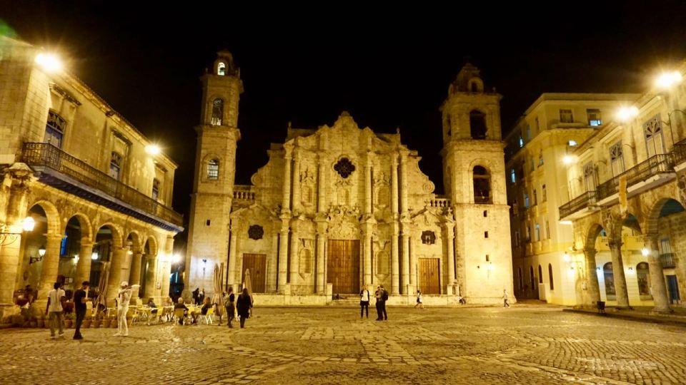 Kathedrale von Havanna bei Nacht