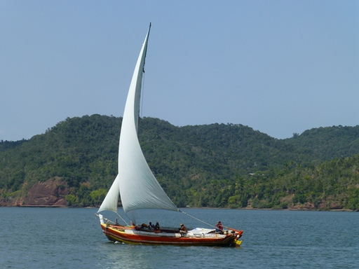 2012-10-04_brazil_rio-paraguazu_local-sailboat.JPG
