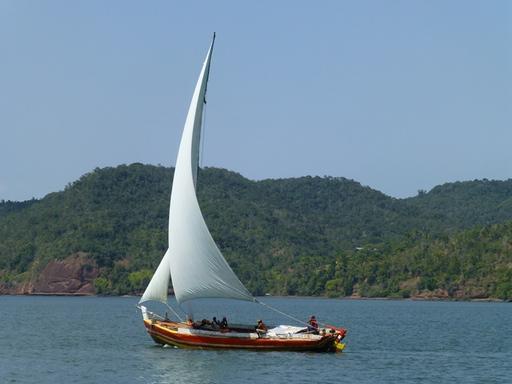 2012-10-04_brazil_rio-paraguazu_local-sailboat.JPG