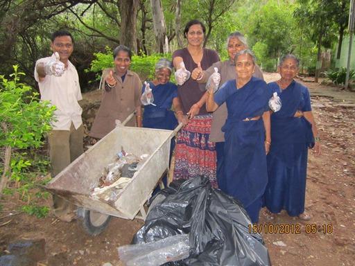 2012-10-15_exped-report_india_mangarai_clean-up.JPG