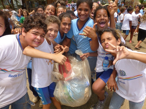 2012-10-16_brazil_fernando_de_noronha_school-clean-up-3.JPG