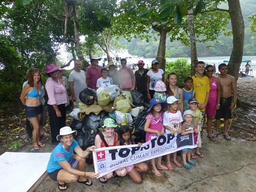 2012-12-30_trinidad-scotland-bay_clean-up-helpers-l.jpg