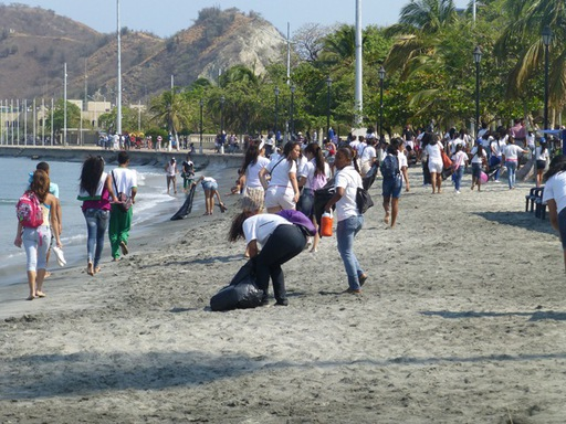 2013-02-23_colombia-santa-marta_clean-up-beach-school-children.JPG