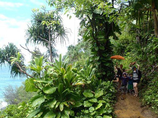 2013-06-25_usa-hawaii-kauai_kalalan-trail-sabine-andri-salina-nicole.JPG