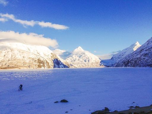 2014-03-07_usa_alaska_sea-to-denali_dario-cycling-portage-lake.JPG