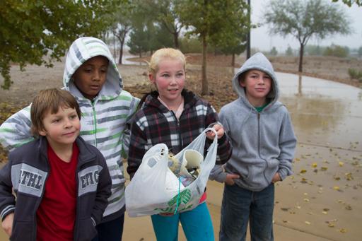 2014-12-03_usa-nevada_searchlight-school-clean-up-2.jpg