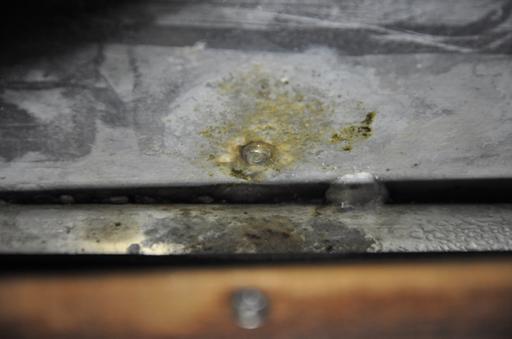 2016-07-29_usa-alaska-nome_first-leaking-corroded-toe-rail-screw.jpg
