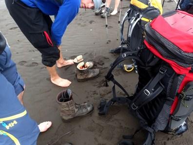 Po wulkanicznym piachu moża wędrować bez sandałów.