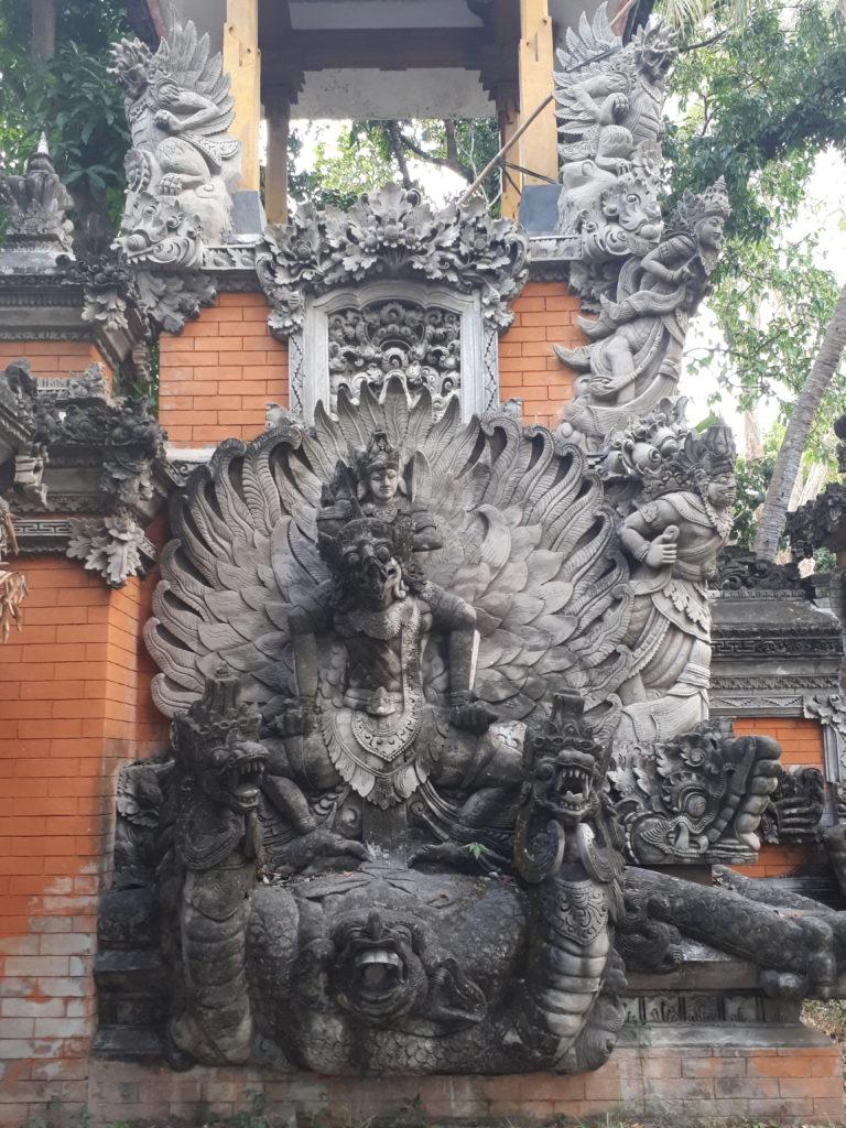 Temple le long de la route