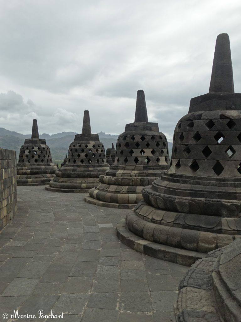Stuppas du temple Borobudur