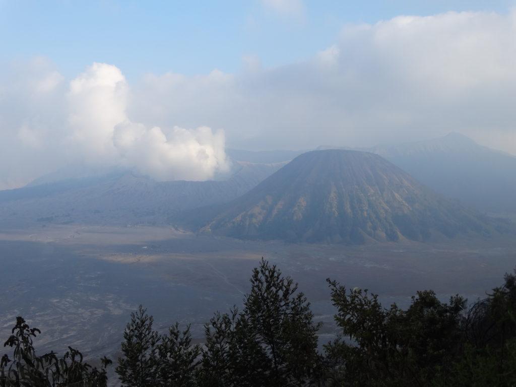 Ombre du coucher du soleil sur le volcan Bromo