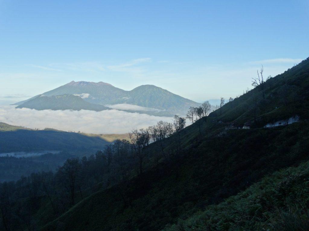 Vue sur la descente du volcan