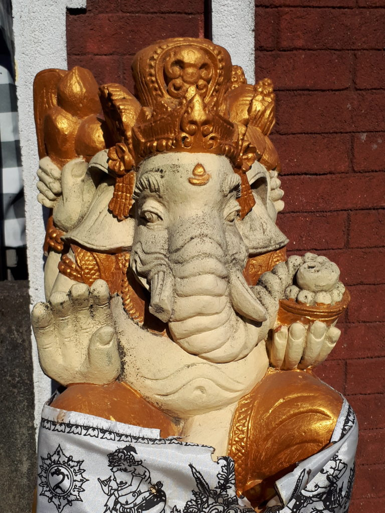Statue Ganesh à l'entrée d'un spa