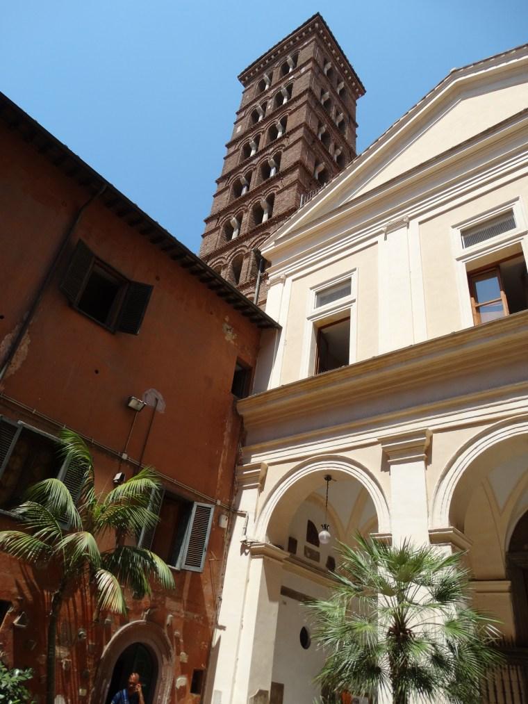 Petite cour intérieure Rome