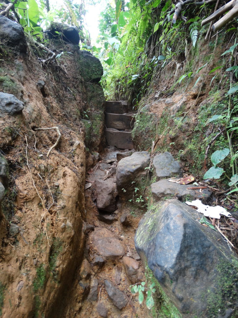 petit escalier étroit